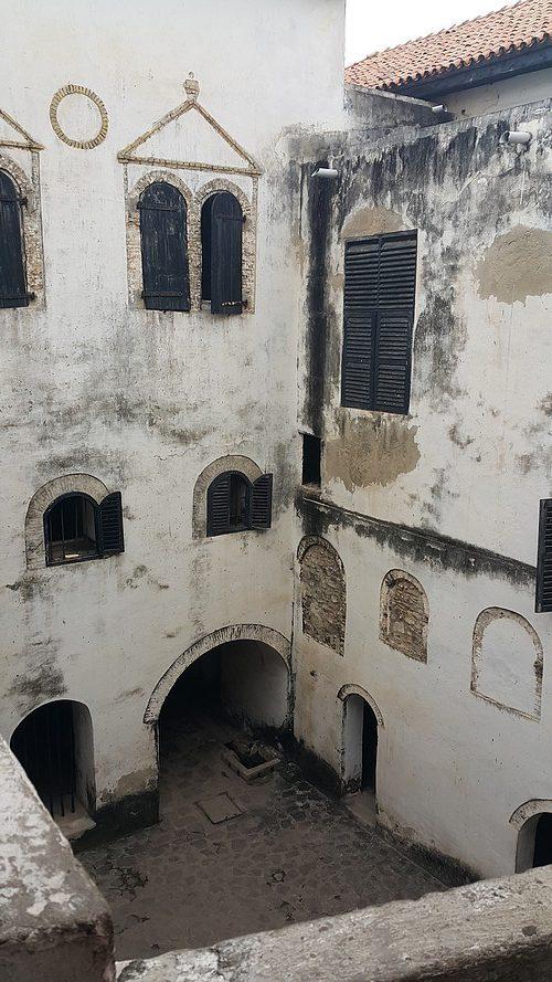 Elmina 01