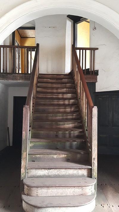 trap naar appartement in Elmina 01